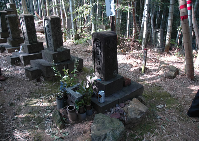 岡田以蔵の墓_写真